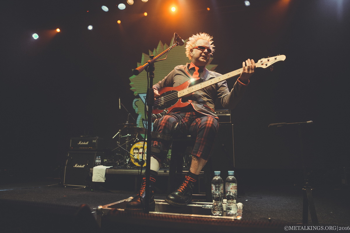 34 - The Toy Dolls