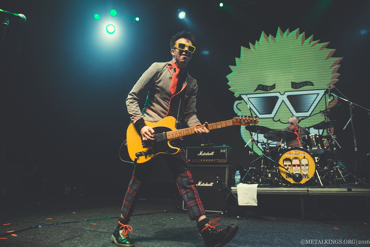 39 - The Toy Dolls