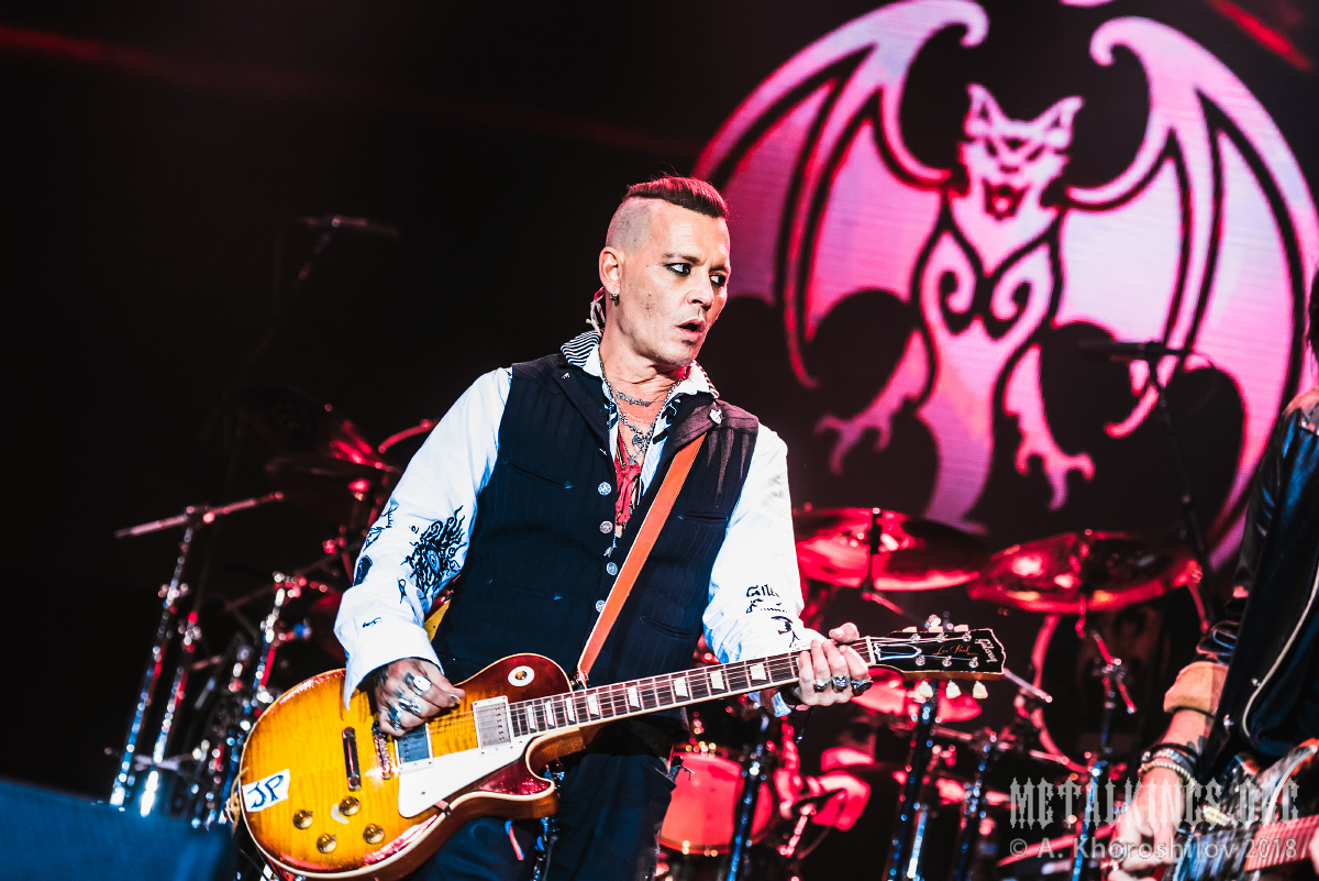 9 - Hollywood Vampires