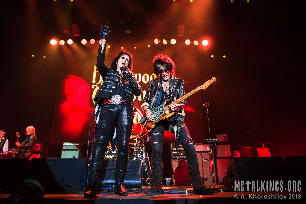 10 - Hollywood Vampires
