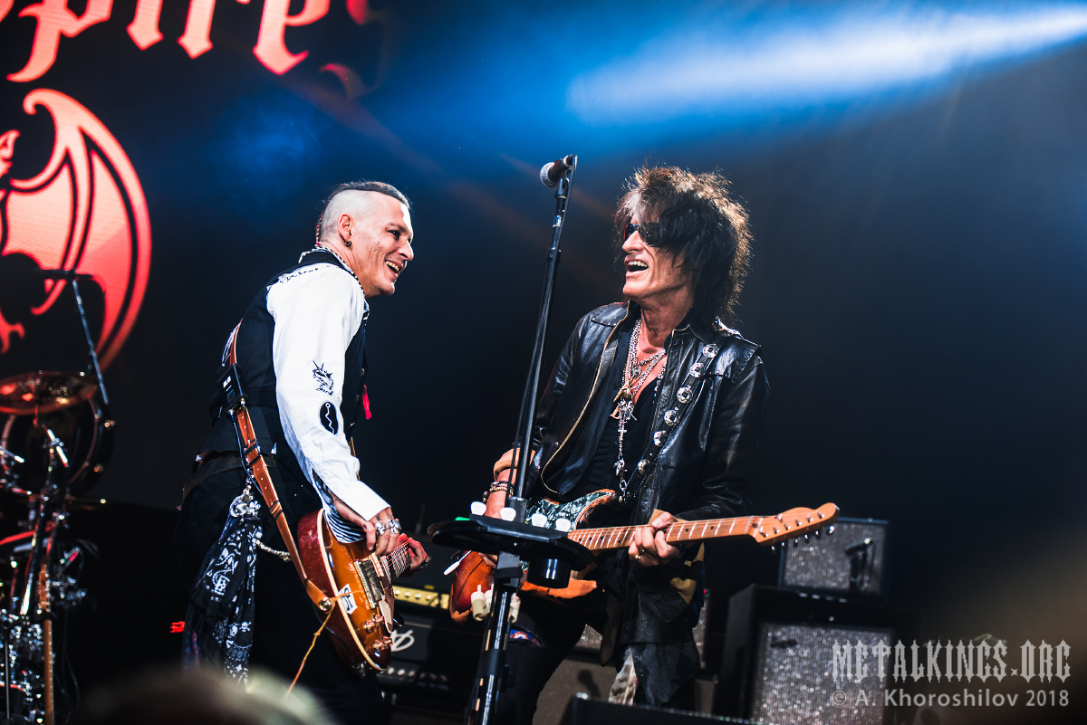 13 - Hollywood Vampires