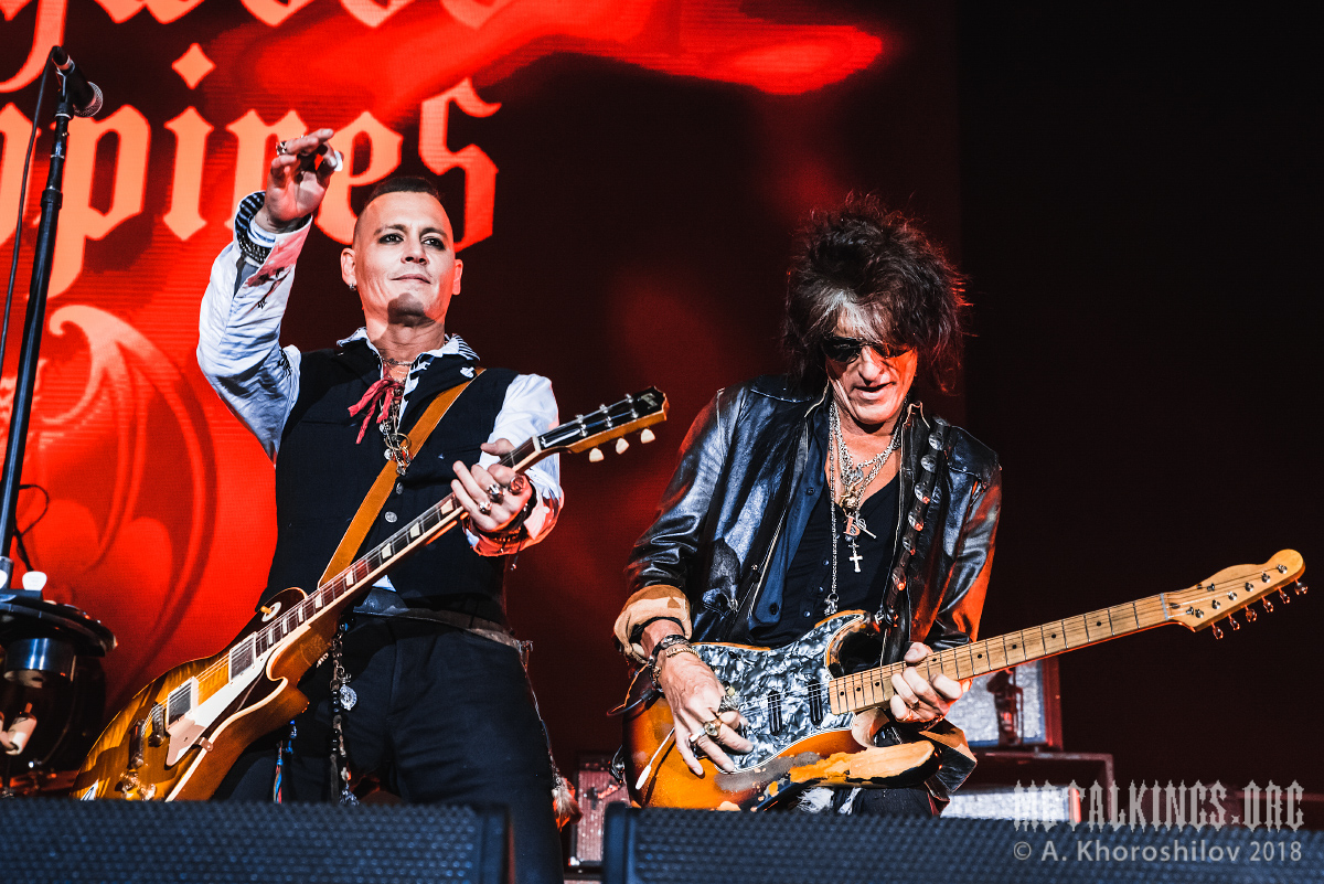 19 - Hollywood Vampires