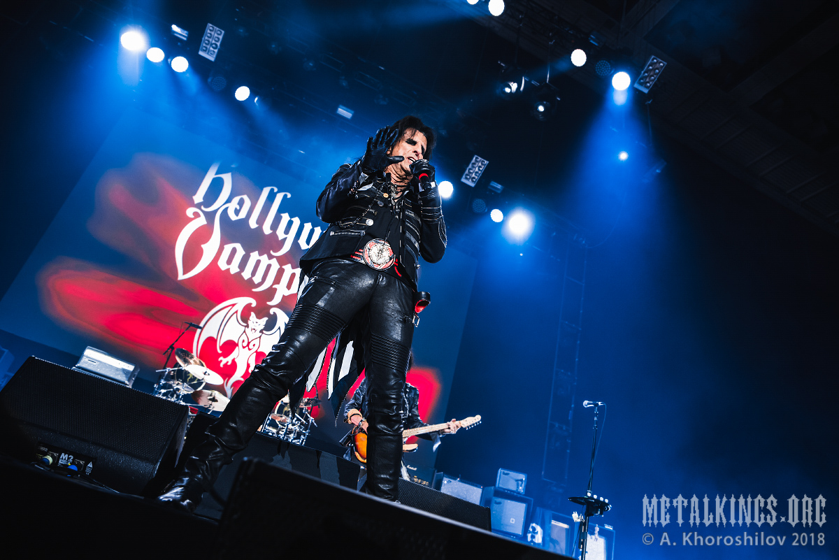 22 - Hollywood Vampires