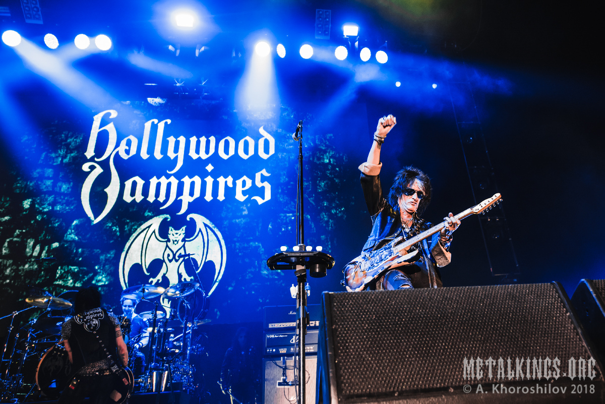 27 - Hollywood Vampires