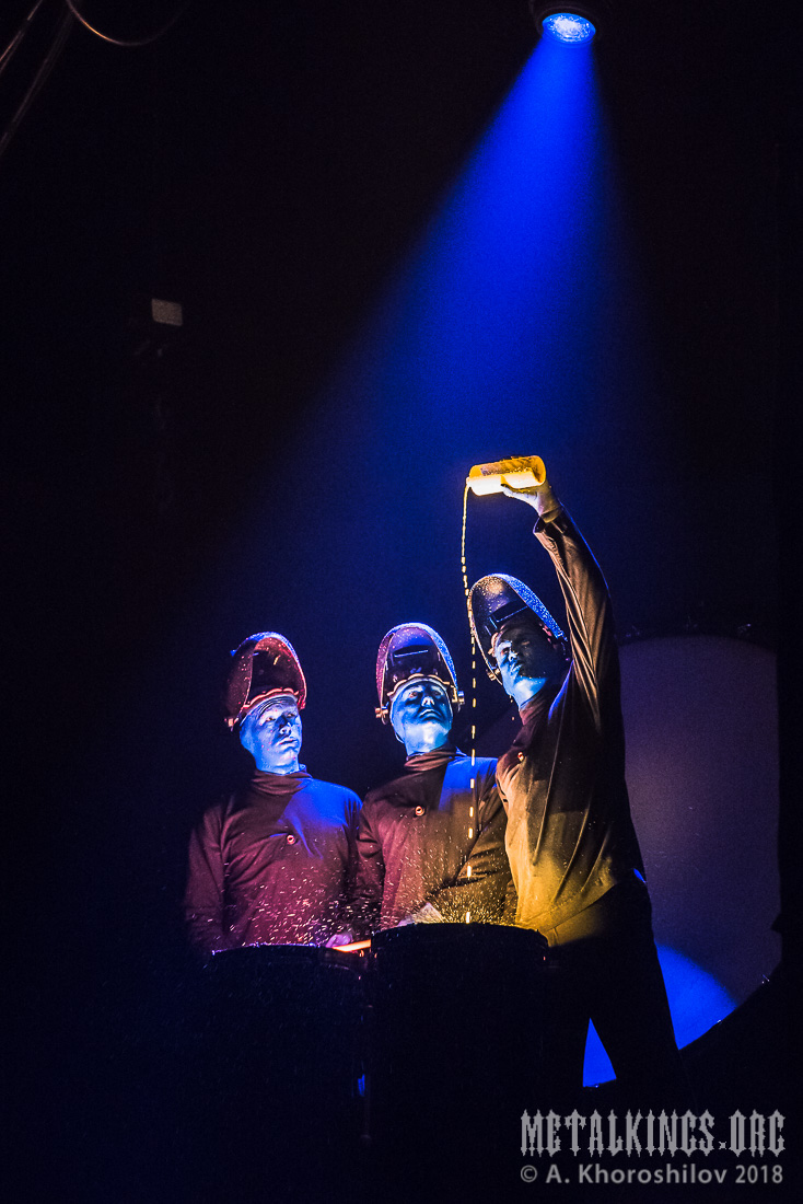 6 - Blue Man Group