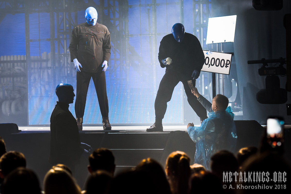 32 - Blue Man Group